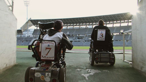 Le football dans un fauteuil les cahiers du football - Fauteuil massant belgique ...